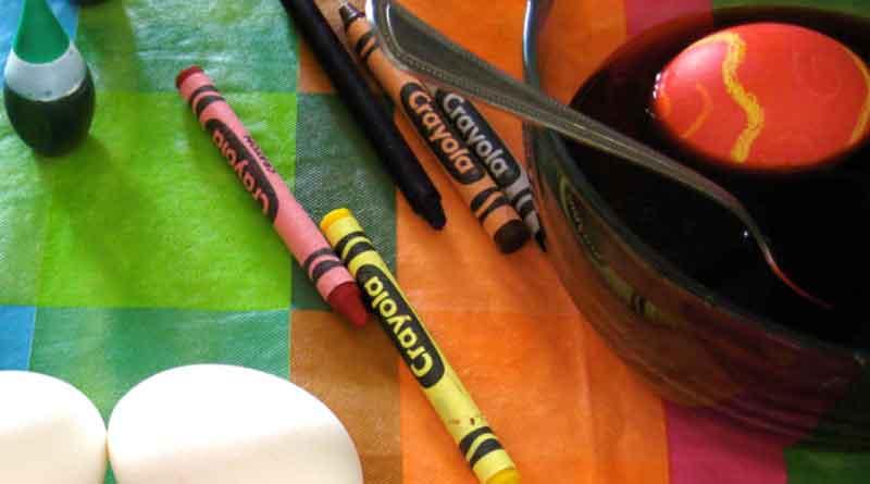 Как покрасить яйца на Пасху