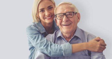 Пенсионер и девушка